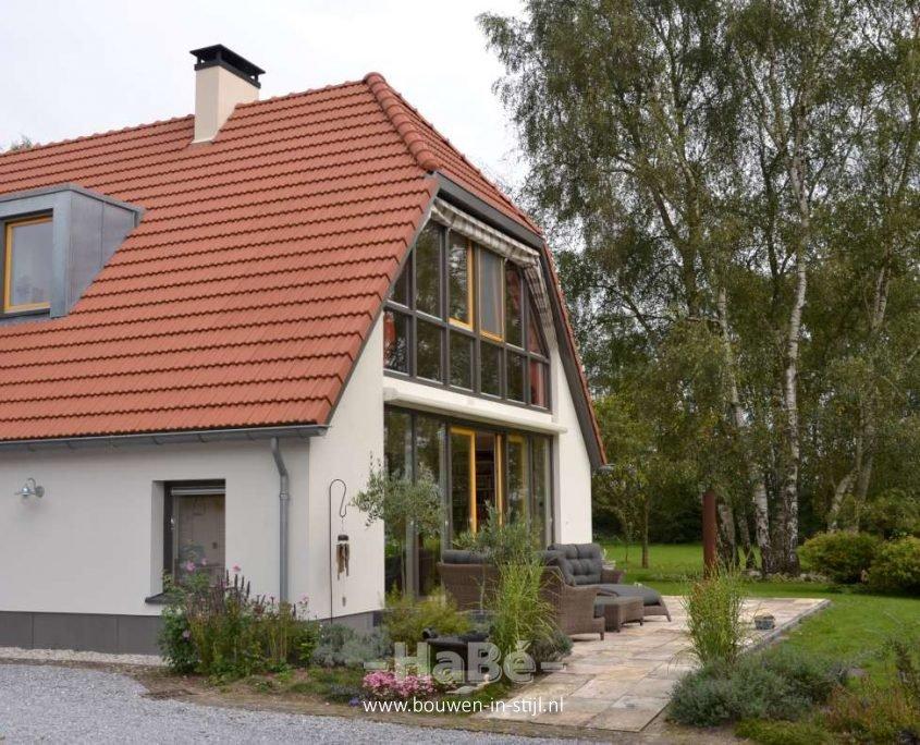 Duurzame renovatie woonboerderij uit nijkerk bouwen in stijl for Moderne stijl gevel