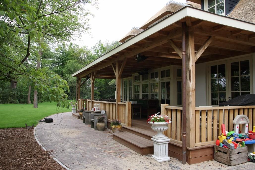 Nieuwbouw rietgedekt landhuis met veranda voorthuizen bouwen in stijl - Een terras aan het plannen ...