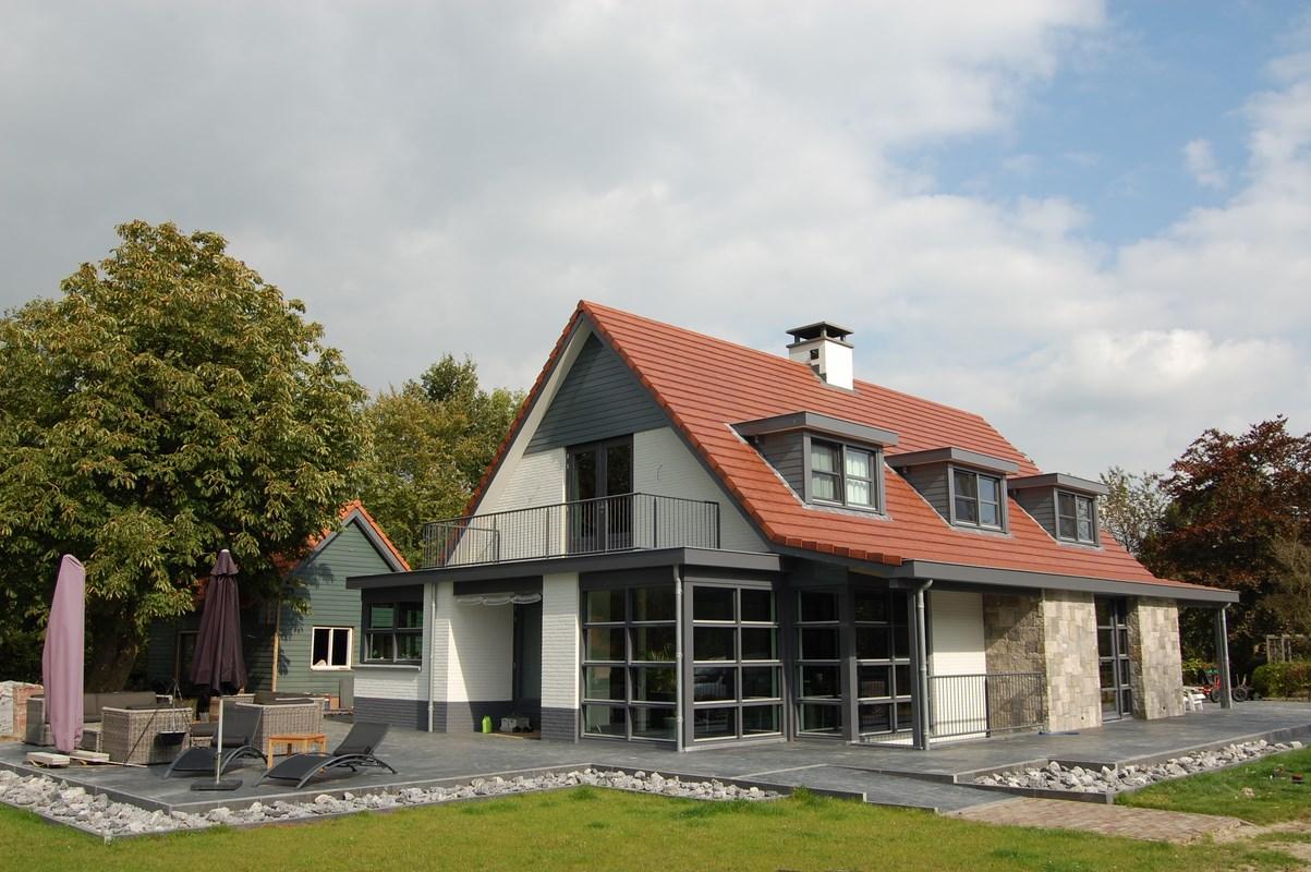 Nieuwbouw vrijstaande villa in achterveld bouwen in stijl - Oud en modern huis ...