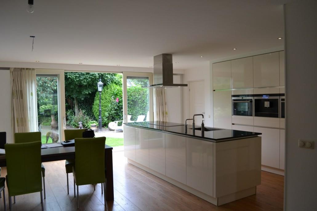 Uitbouw van woonkeuken bij hoekwoning in ede bouwen in stijl for Eigen keuken bouwen