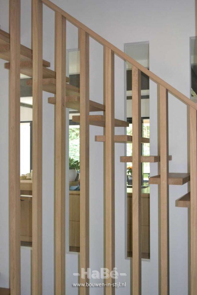 Nieuwbouw moderne villa met rietgedekte kap in soest hab bouwen in stijl - Trap binnen villa ...