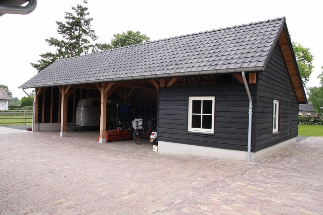 Bouwen T Boerderij Met Serre En Gepotdekselde Bijgebouwen