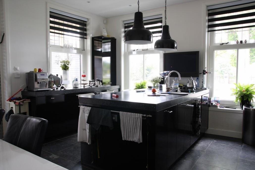 Bouwen t boerderij met serre en gepotdekselde bijgebouwen bouwen in stijl - Keuken met wijnkelder ...