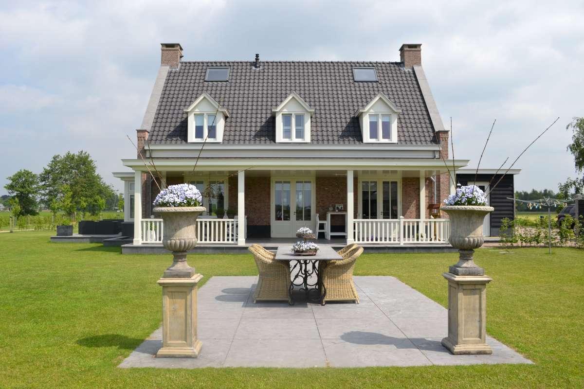 Nieuwbouw vrijstaande villa met bijgebouw en hooiberg in for Prijzen nieuwbouw vrijstaande woning