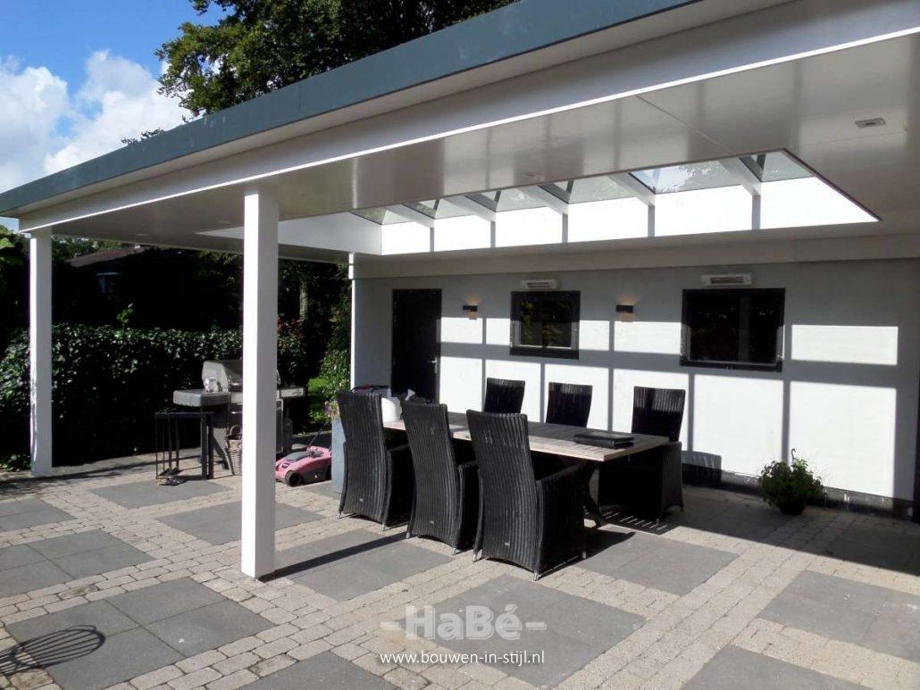 Restyling buitenzijde vrijstaande woning in doorn hab bouwen in stijl - Veranda met dakpan ...