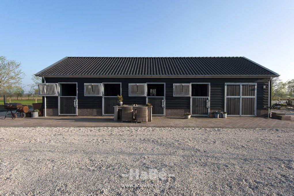 Geheel gerenoveerde woonboerderij te emst hab bouwen for Te koop woning met paardenstallen