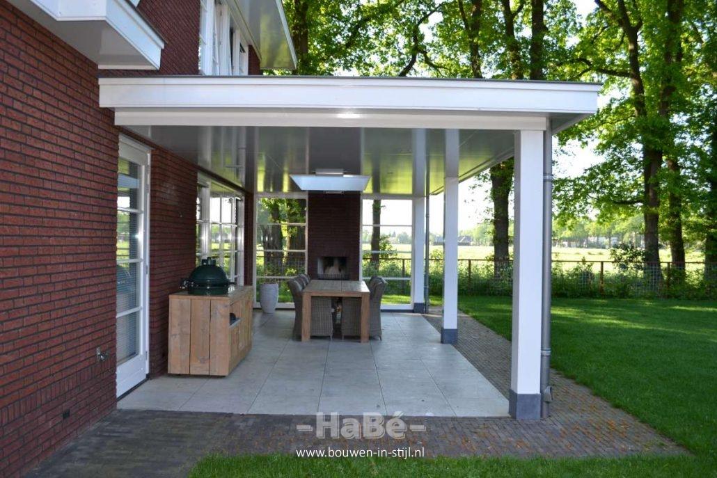 Vrijstaande woning met praktijkruimte in jaren 30 stijl te lunteren hab bouwen in stijl - Huis met veranda binnenkomst ...