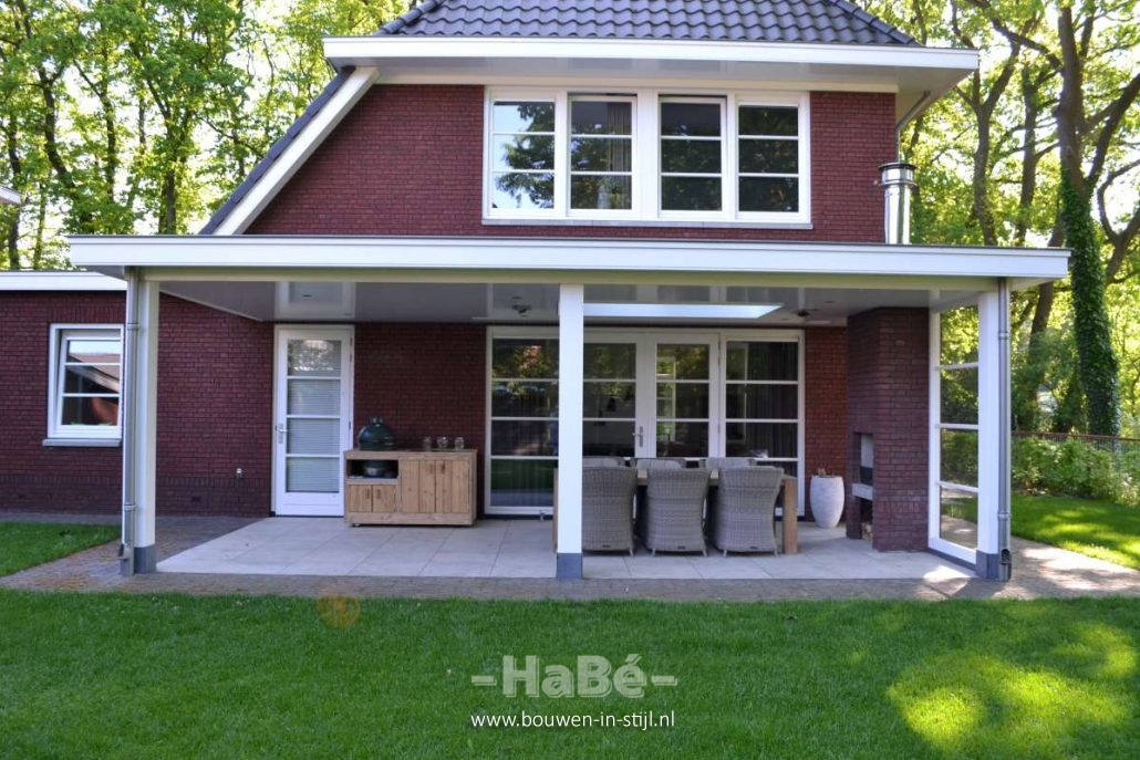 Vrijstaande woning met praktijkruimte in jaren stijl te