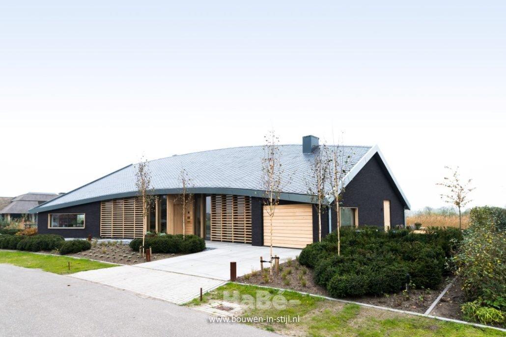 Realisatie moderne villa groene grens in veenendaal for Moderne semi bungalow bouwen