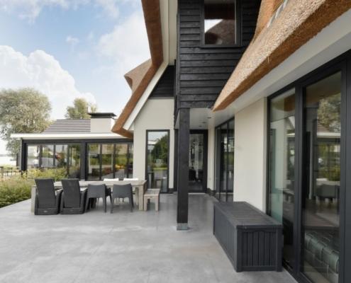 Rietgedekte villa met geweldig zicht over de Loosdrechtse Plassen - terras