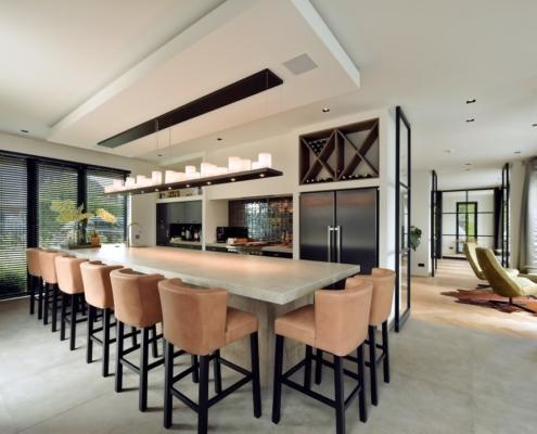 Rietgedekte villa met geweldig zicht over de Loosdrechtse Plassen - maatwerk keuken