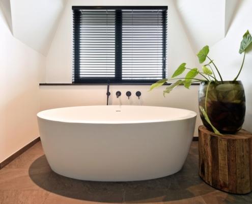 Rietgedekte villa met geweldig zicht over de Loosdrechtse Plassen - badkamer