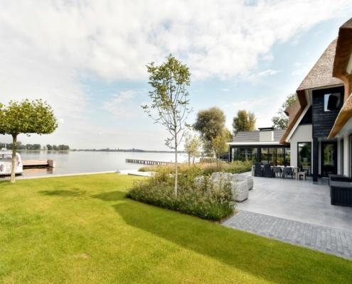 Rietgedekte villa met geweldig zicht over de Loosdrechtse Plassen